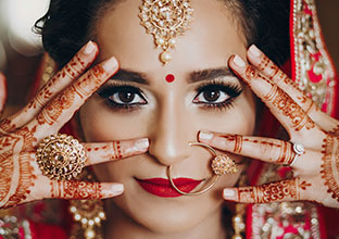 Bengali weddings comprise of two prominent ceremonies. Here is what you can expect on these occasions.
